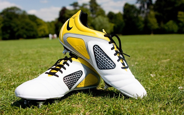 choose shoes based on the pitch