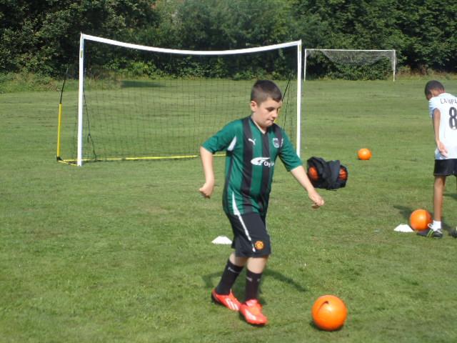 choosing kids soccer cleats based on the footshape