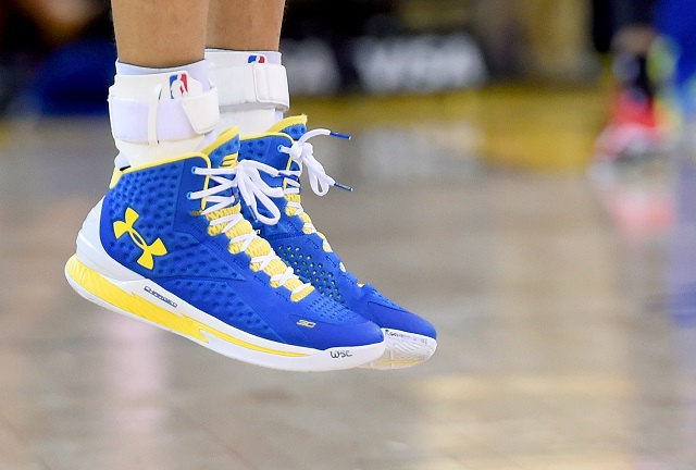 the weight of basketball shoes impacts the performance of players during the game